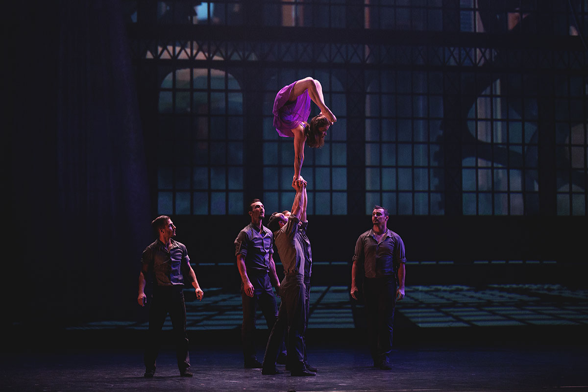 Cirque-Eloize-Cirkopolis-Linz-by-Aylin-I-Fotografie